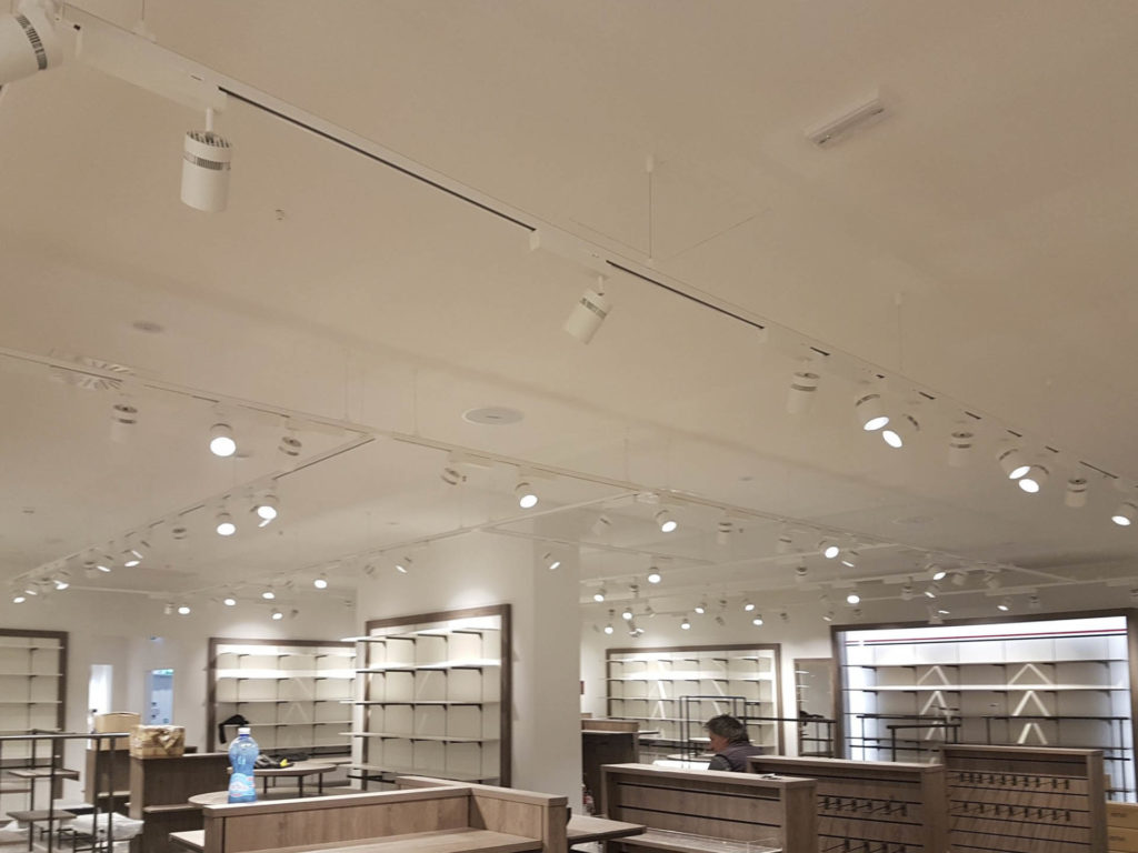ristrutturazione negozio kalvin klein tommy hilfiger20170908 140144 1024x768 - Ristrutturazione Negozi Tommy Hilfiger e  Calvin Klein